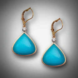 ER-121A has a 5 point F/VS diamond, turquoise inlay and lever backs set in 14kt yellow gold.