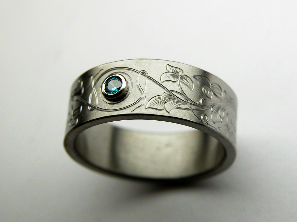Ring engraved with an Arnaud design
