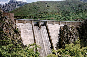 Photo of the Barrios De Luna Dam.