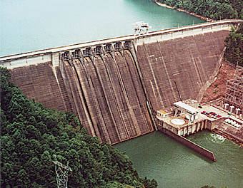 Photo of the Hiwassee Dam and Power Plant.