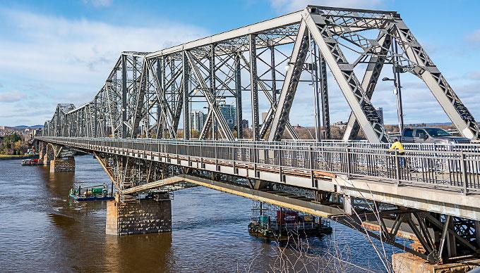 Photo of Alexandra Bridge in Ottawa, Canada