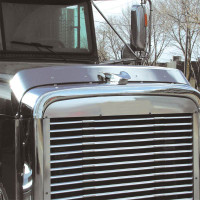 Hoodshield Bug Deflector for Freightliner Classic