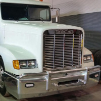 Freightliner Classic and FLD 120 Stainless Steel Hogebuilt Grille Installed