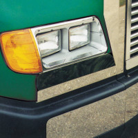 Freightliner FLD112/120 Below Headlight Fender Guard On Truck