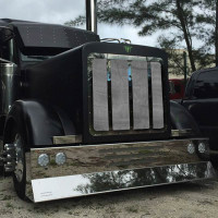 Peterbilt 379 Black Mesh Grill With High Polished SS Bars and Trim