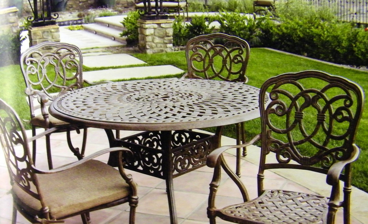 Picture of: Darlee Florence Patio Furniture Dining Set With Round Table Seats 4 San Diego Spa Patio