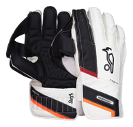 The Kookaburra Catching Cup uses unique padding and flex points within the palm to provide a perfect enclosure around the ball.