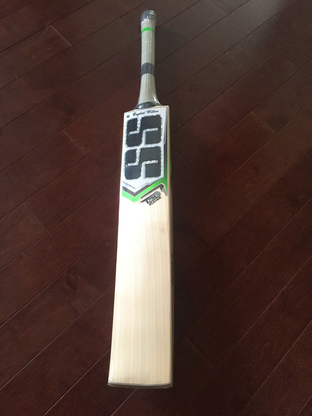 SS T20 Players Cricket Bat is latest 2019 launched by SS Cricket. This lightweight SS Bat is made of Grade 1 Player Quality English willow with naturally air dried processing technique.