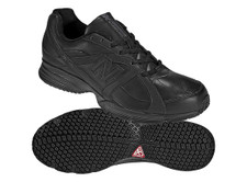 New Balance MW512BK Black. This is a very confortable slip resistant shoe for work or play by New Balance MW512BK