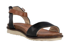 Remonte R2752-01 fashion sandal with an ankle strap. Perfect for the lady that wants a flat sandal and yet remain stylish. The fake buckle hides the fact that the strap is adjustable by a hook and loop closure