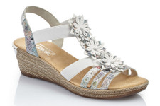 The Rieker 64261-91 with it's accentuated flowers on the middle strap creates a romantic character to this summer sandal. The light outersole is absolutely trend setting with this years fashion themes. This airy summer sandal will look great with summer dresses but will also look eye-catching with simple trousers. The wedge is 5 cm in height.