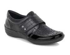 Remonte R7632 is a comfort shoe with stretch leather for extra comfort. Velcro fastening for ease of entry and suitable for orthotics
