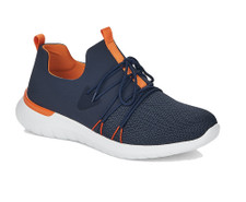 The Remonte R5700-14 has outdone itself with the new sneaker. The design is just as great as the comfort. The blue upper is a mix of synthetic and mesh, which makes the shoe adapt even better to your foot shape. If this alone is not enough, you still have the option to adjust the width with the laces. First and foremost, however, these serve as a style element. The orange accents on the heel, the front vamp, the flexible outsole and the synthetic lining once again play well into the cards of the sporty design. On the sole construction with Lite'n Soft technology is a wonderfully soft and adaptable memo footbed, which you can remove if needed.