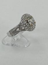 18 karat 0.91ctw Engagement Ring