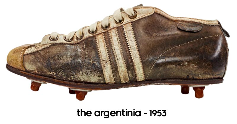 04017d5b64c6a1 The Argentinia was the first ever football boot to utilise screw-in studs