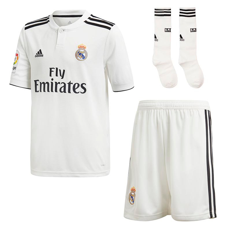 quality design 532e0 c309c real madrid shirt and shorts