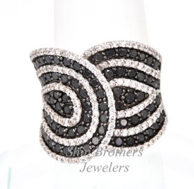 18K White Gold Black And White Diamond beautiful Ladies Ring  11002585