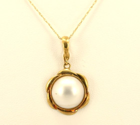 14K Yellow Gold Mother of Pearl Charm 52000639