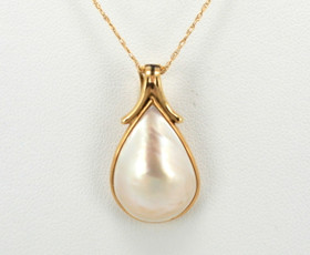 14K Yellow Gold Mother of Pearl Pendant 52000467