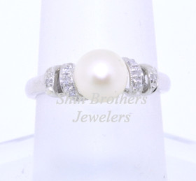 14K White Gold Diamond and Pearl Ring 12002266