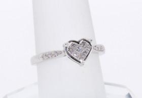 14K White Gold Heart Diamond Ring 11000931