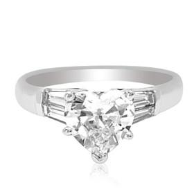 18K White Gold Diamond Heart Engagement Ring