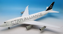 SAFOOTBALL Star Alliance Lufthansa B747-400 D-ABTH