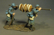 French Soup Men Carrying Bread, French Infantry, 1917-1918, two figures on one base
