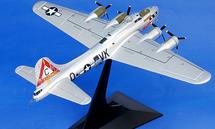 """B-17G Flying Fortress USAAF 303rd BG, 358th BS, """"Silver Lady"""", 1945"""