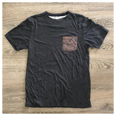 Garage Sale: size M Hippy Tree pocket tee