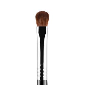 Sigma Beauty E54 - Medium Sweeper Brush