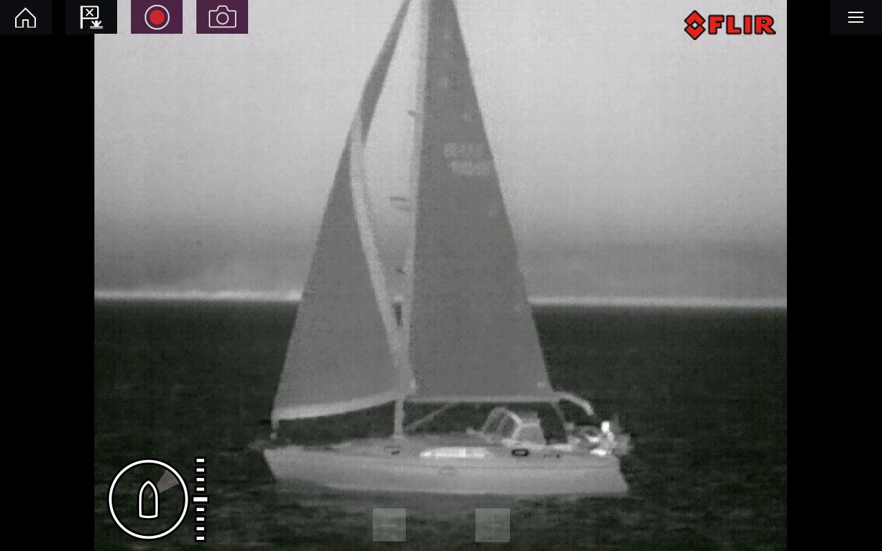 raymarine m100 200 passing sailboat screenshot