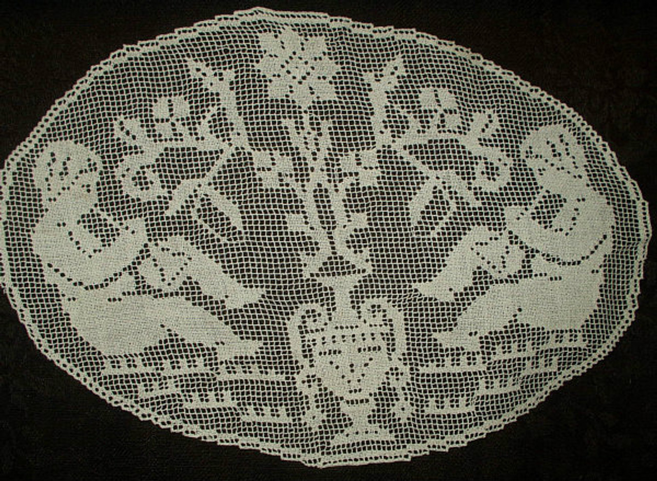 Antique Vintage Edwardian 1920s Hand Darn Net Lace Table Doily Flute Players