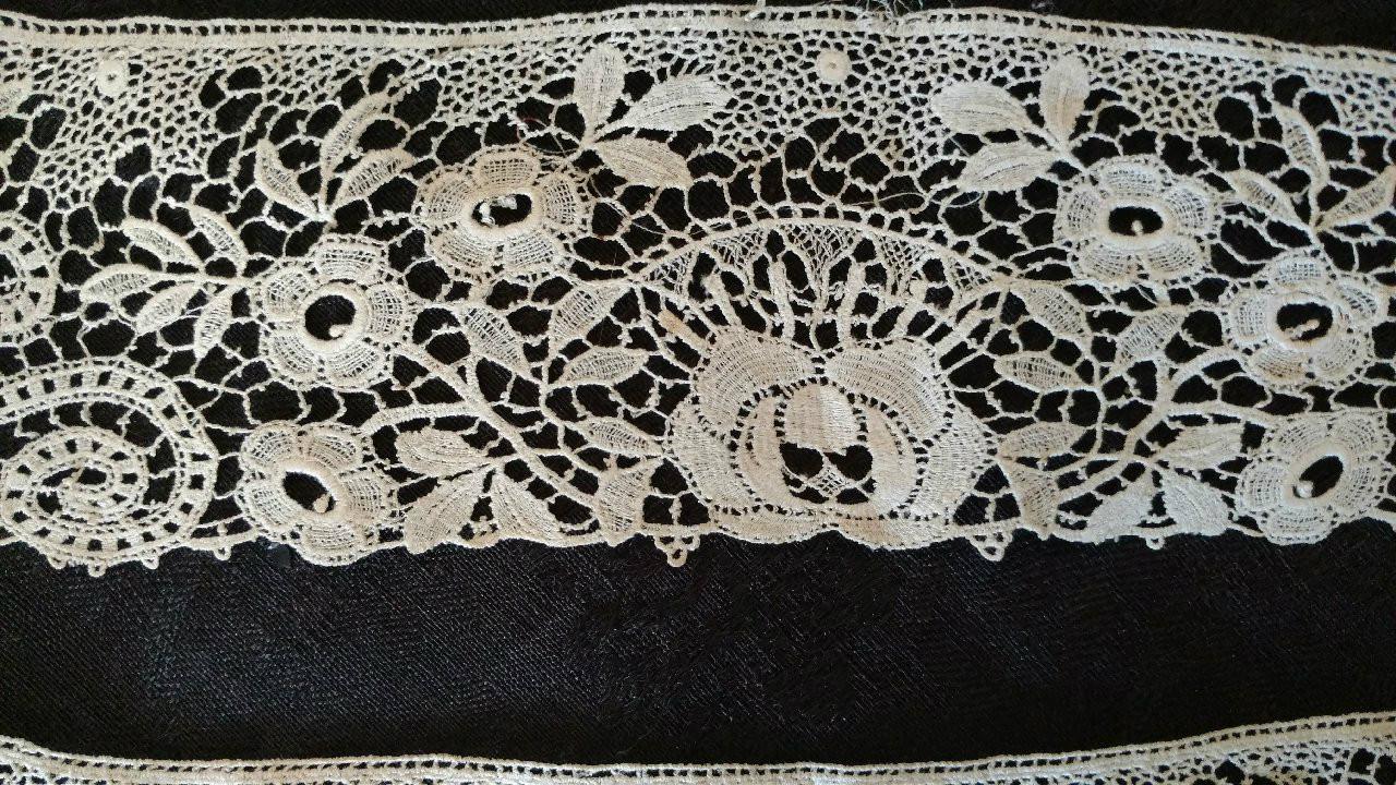 Victorian Edwardian Lace Cuffs Cotton Machine Floral Scroll Motif