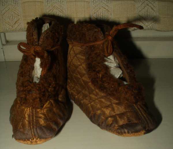Antique Victorian Brown Quilted Fur Trim Baby Child Bed Slippers Shoes