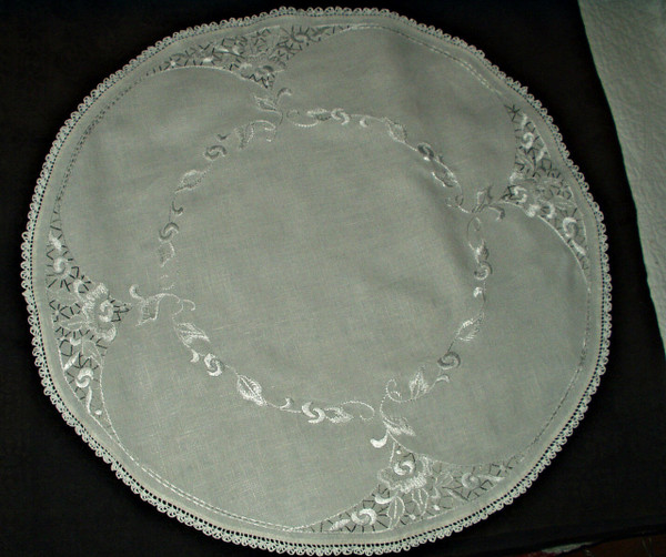 Vintage 1930s Gray White Embroidery 30 Inch Round Linen Center Piece Doily Tablecloth