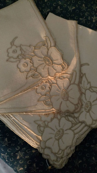 10 Embroidery Table Napkins Vintage 1930s 1940s Flower Design