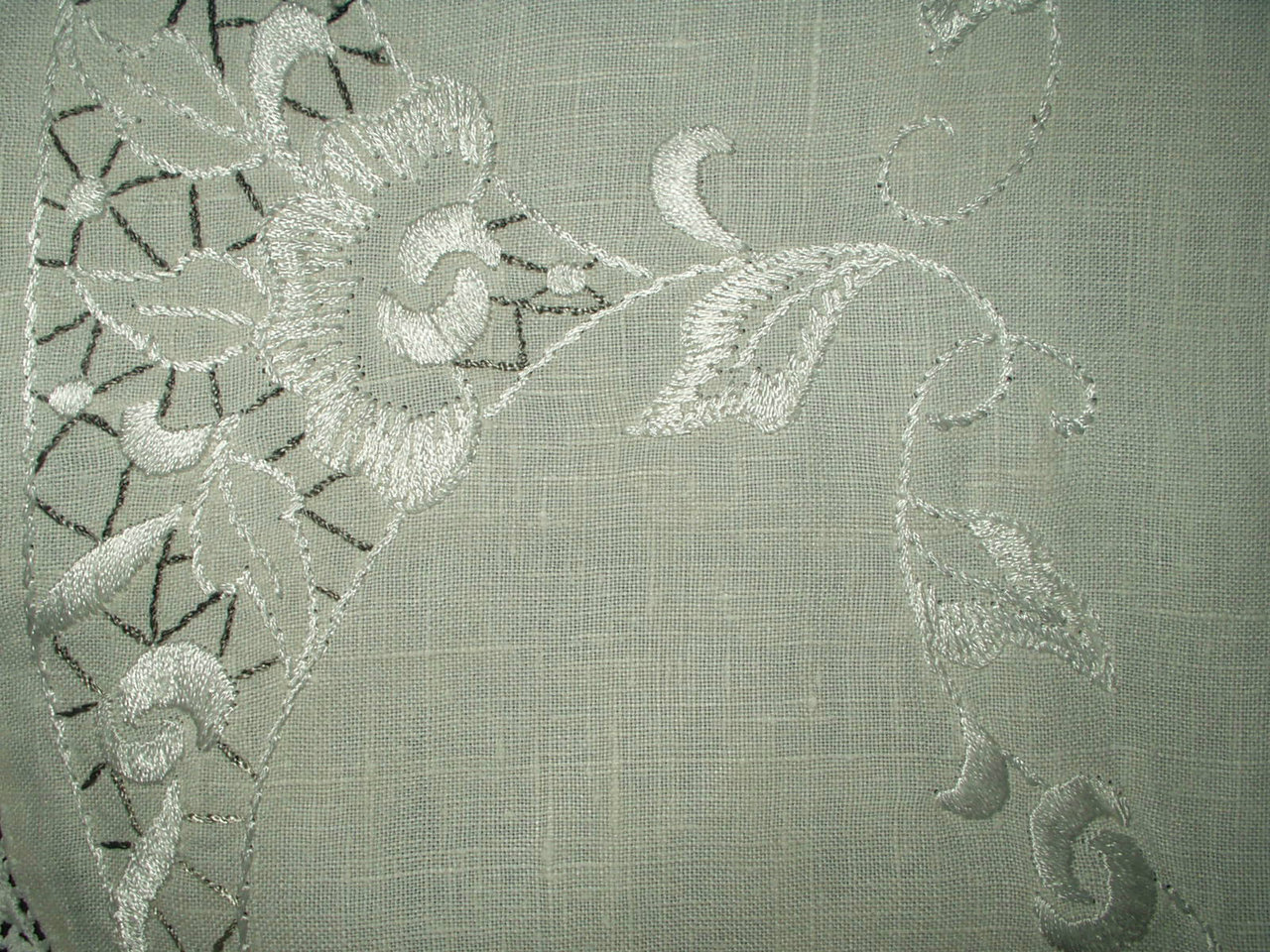 ... Vintage 1930s Gray White Embroidery 30 Inch Round Linen Center Piece  Doily Tablecloth