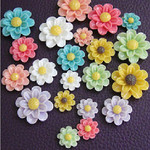 10 pcs Assorted colors & sizes Daisy Flowers Decoden Piece (size: 8mm - 25mm ) --- by lovekitty