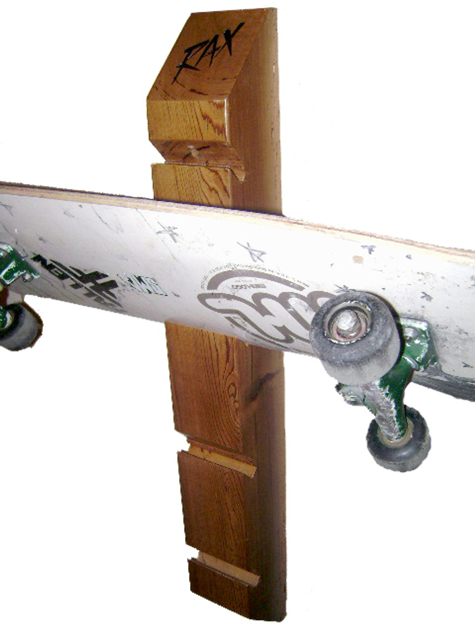 green and environmentally friendly skateboard rack