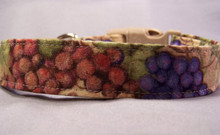 Red  and White Wine Grapes Dog Collar