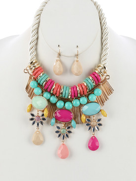 STATEMENT NECKLACE Multi
