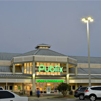 Entrance of the Publix building featuring the LED fixtures supplied by LightPolesPlus.com