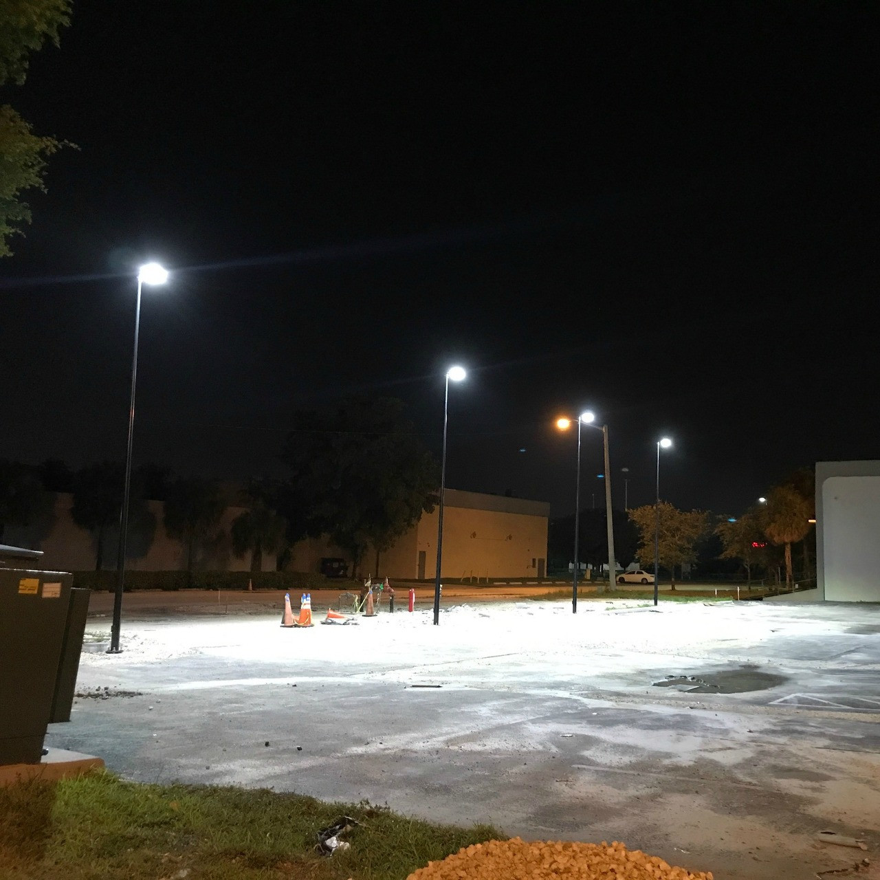 1777: Round Tapered Steel Light Pole Installation For