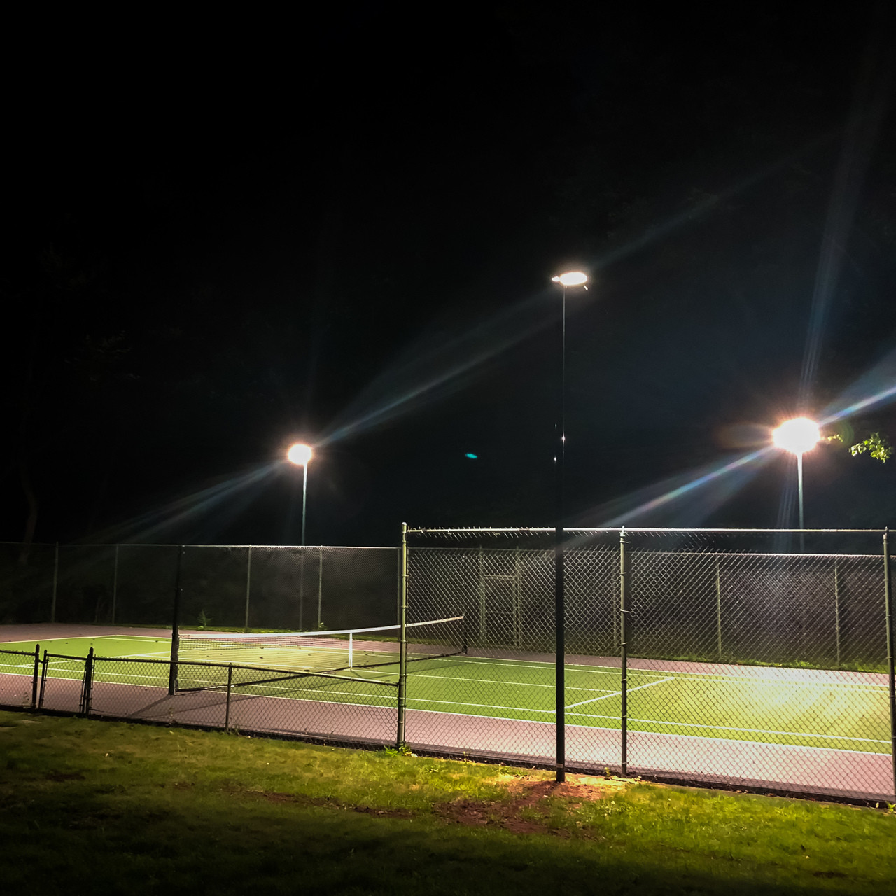 20 direct burial aluminum light poles with 240w 4000k shoebox light fixtures for a tennis