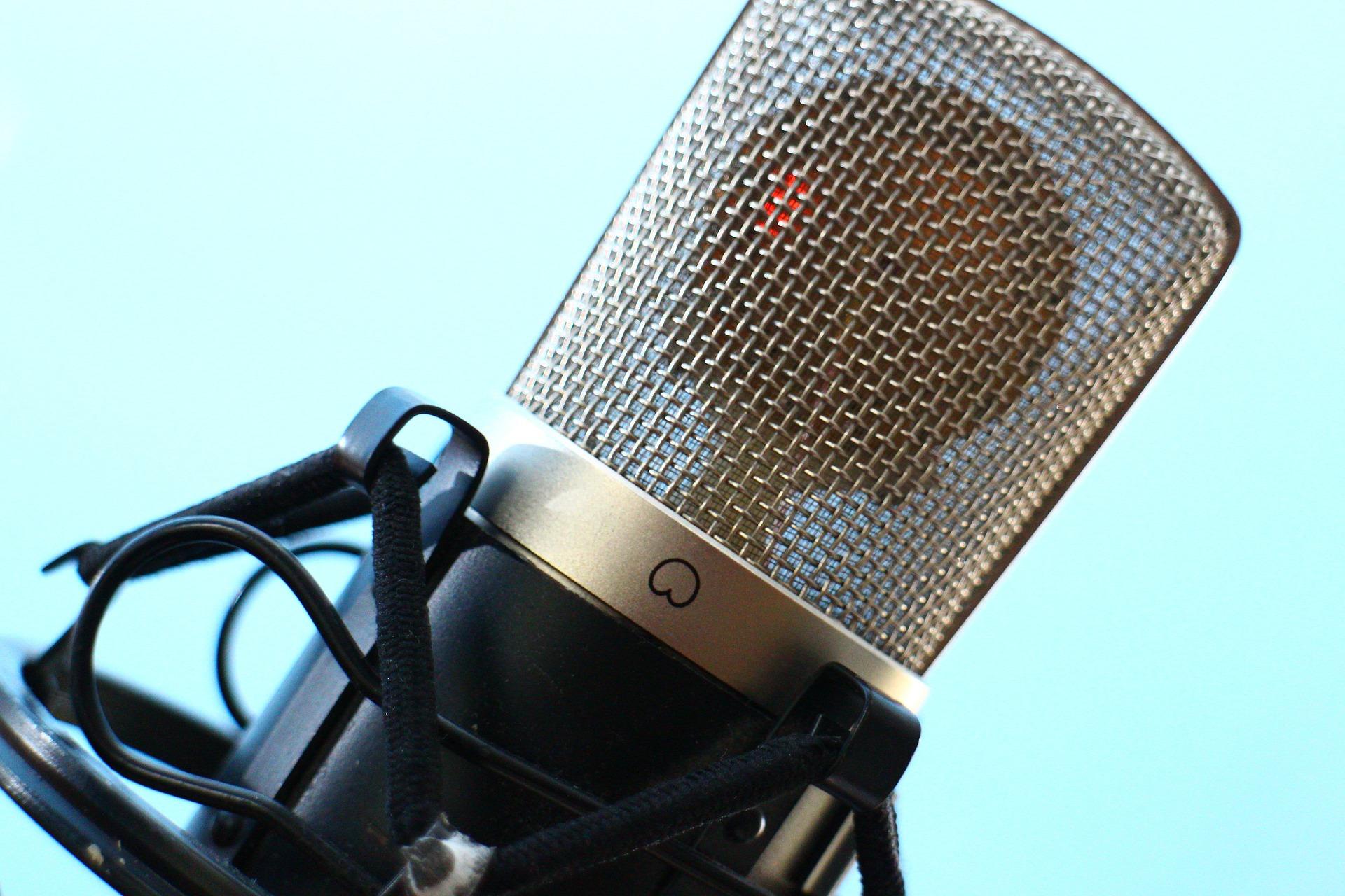 microphone-516043-1920.jpg