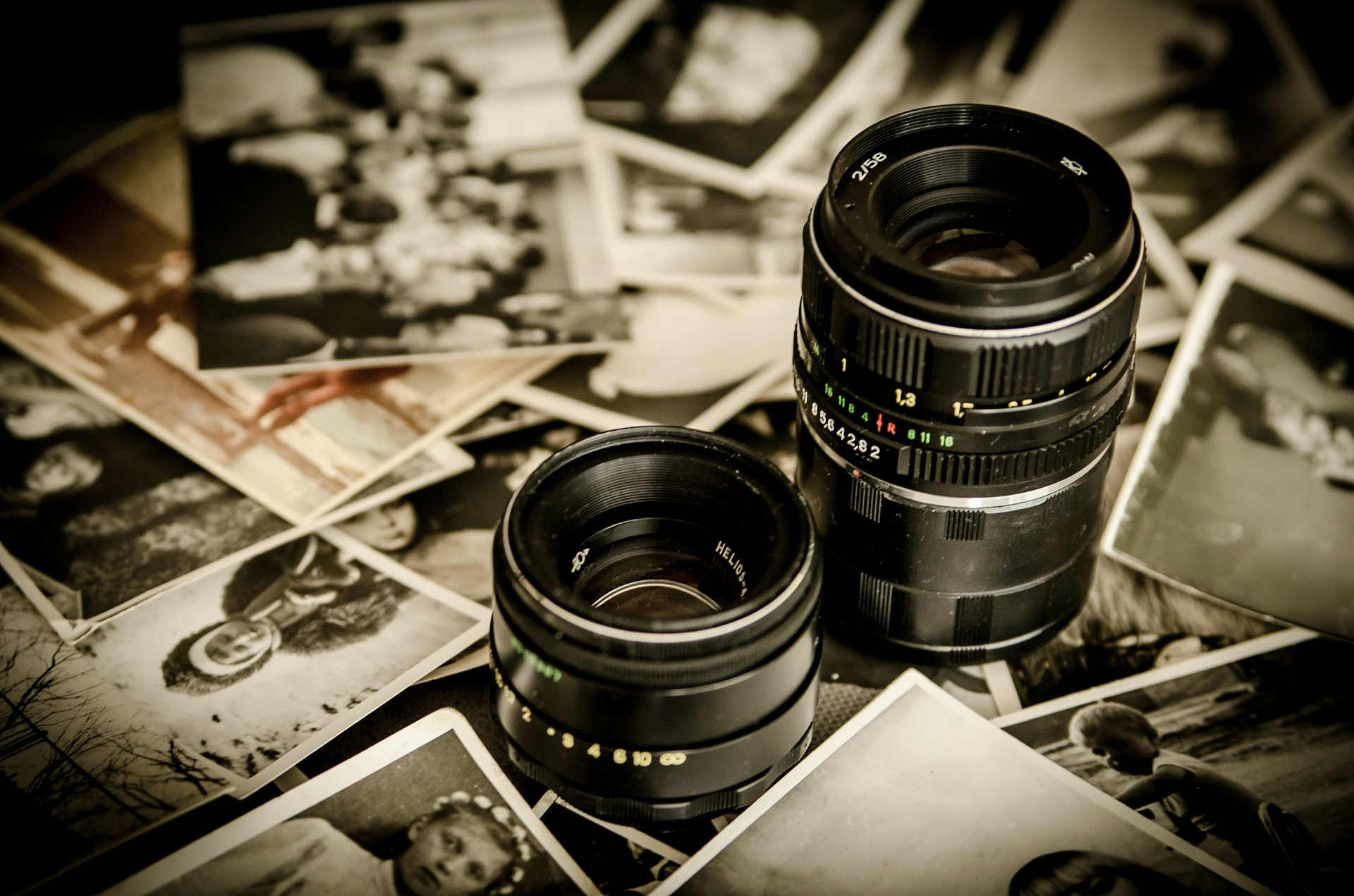 photographs-256888-1920.jpg