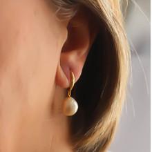 Charlotte grande perle baroque d'eau douce couleur pêche naturelle et goutte d'argent 12 mm