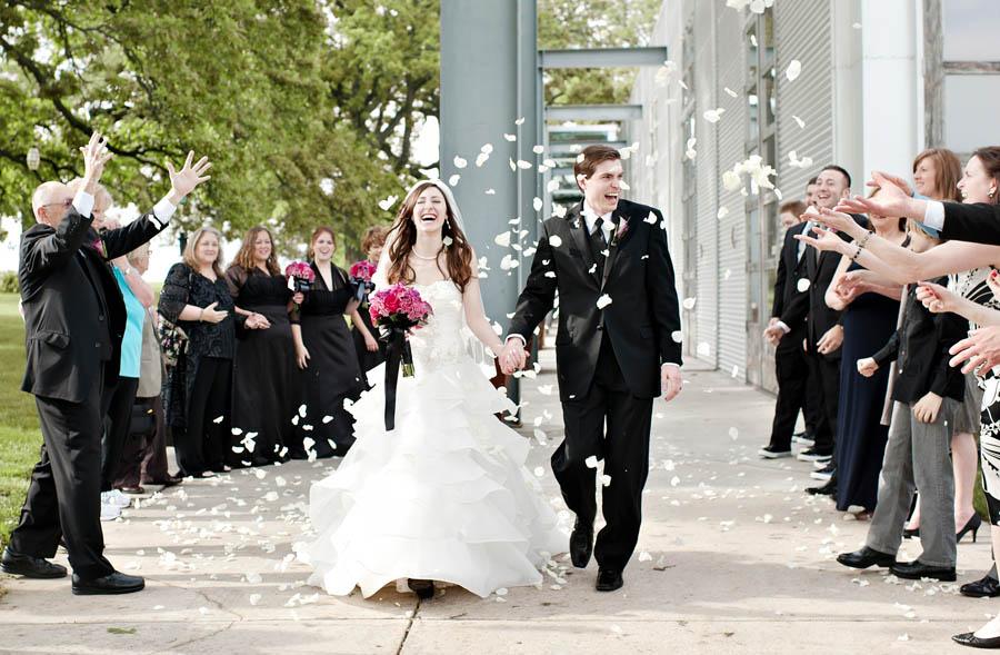 wedding-party-petals-.flyboy-naturals-rose-petals.1.3.jpg