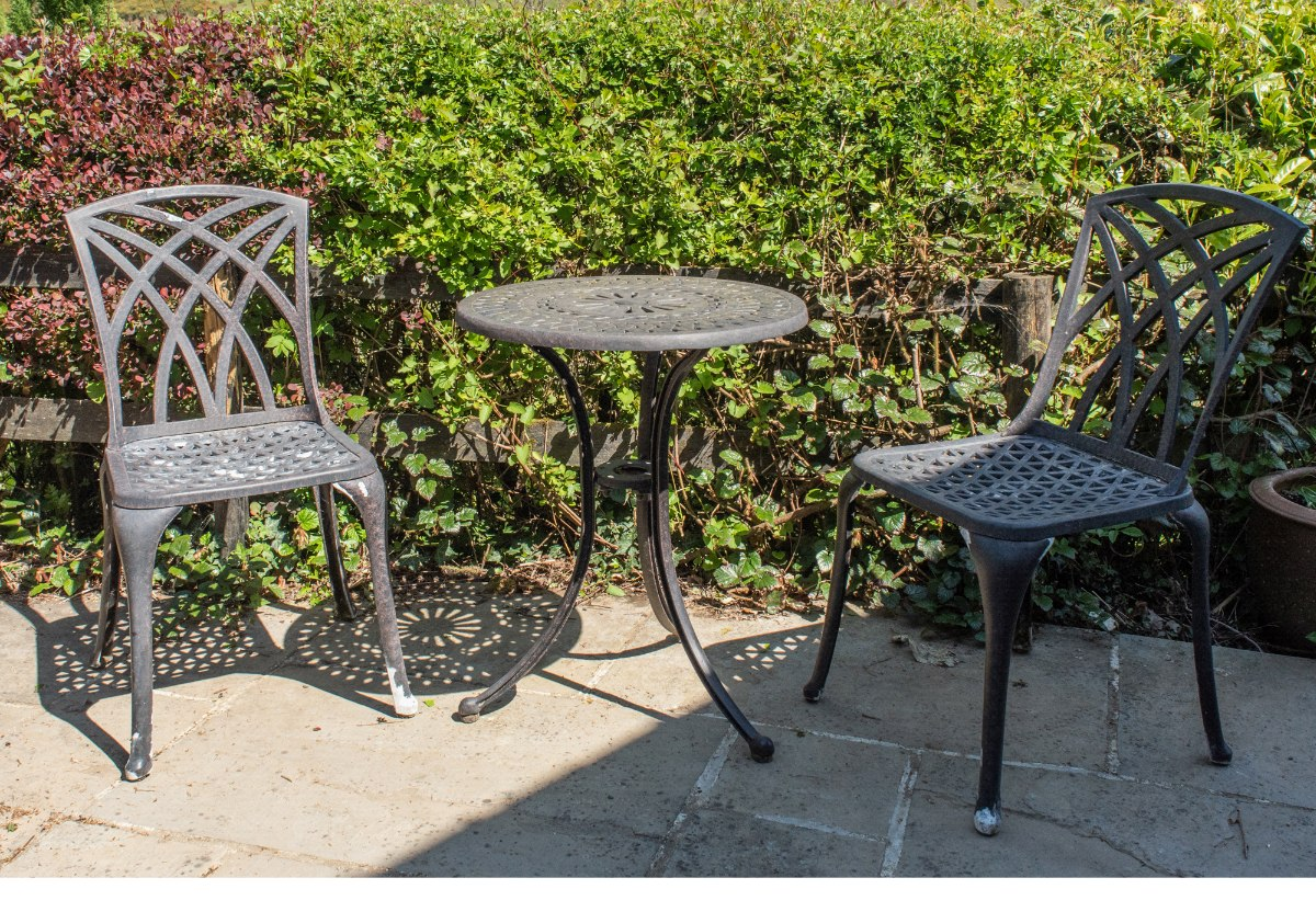 How to spray paint metal garden furniture - Celtic Sustainables